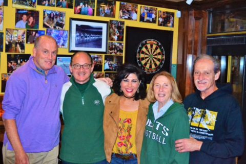 Gerry Kelly and the Vernices and Dellaconas cheer on the Jets!